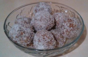 Almond and dried fruit Bliss Balls